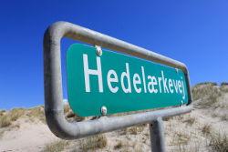 Wegeschild Hedelaerkevej Henne Strand